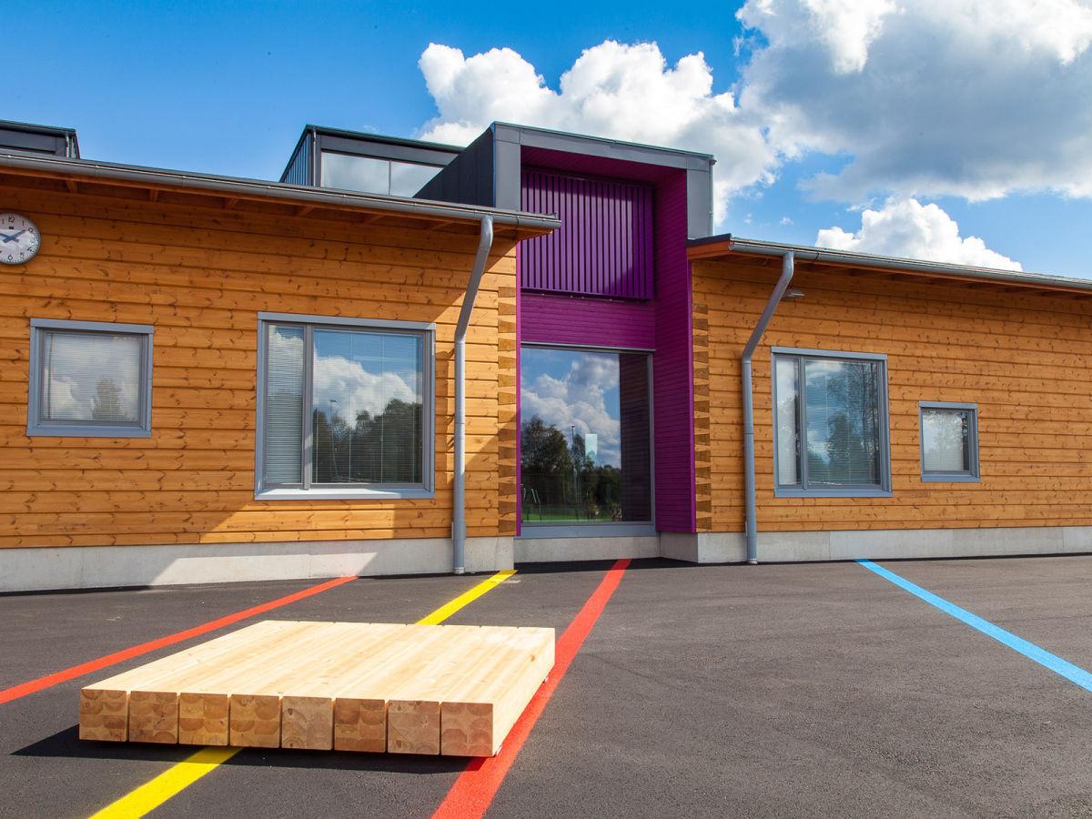 Construction d'une école en bois massif