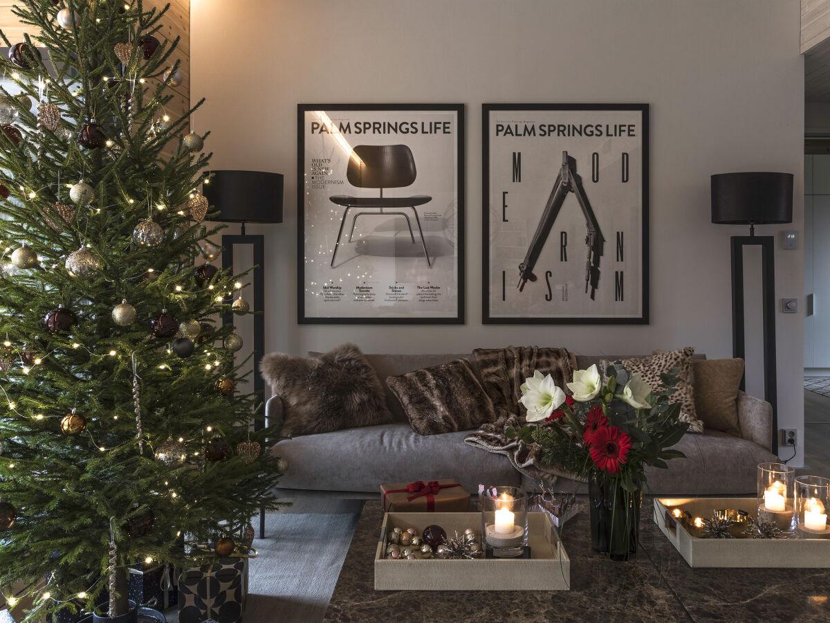 Kontio Laaksolahit hirsitalo joulun tunnelmassa.