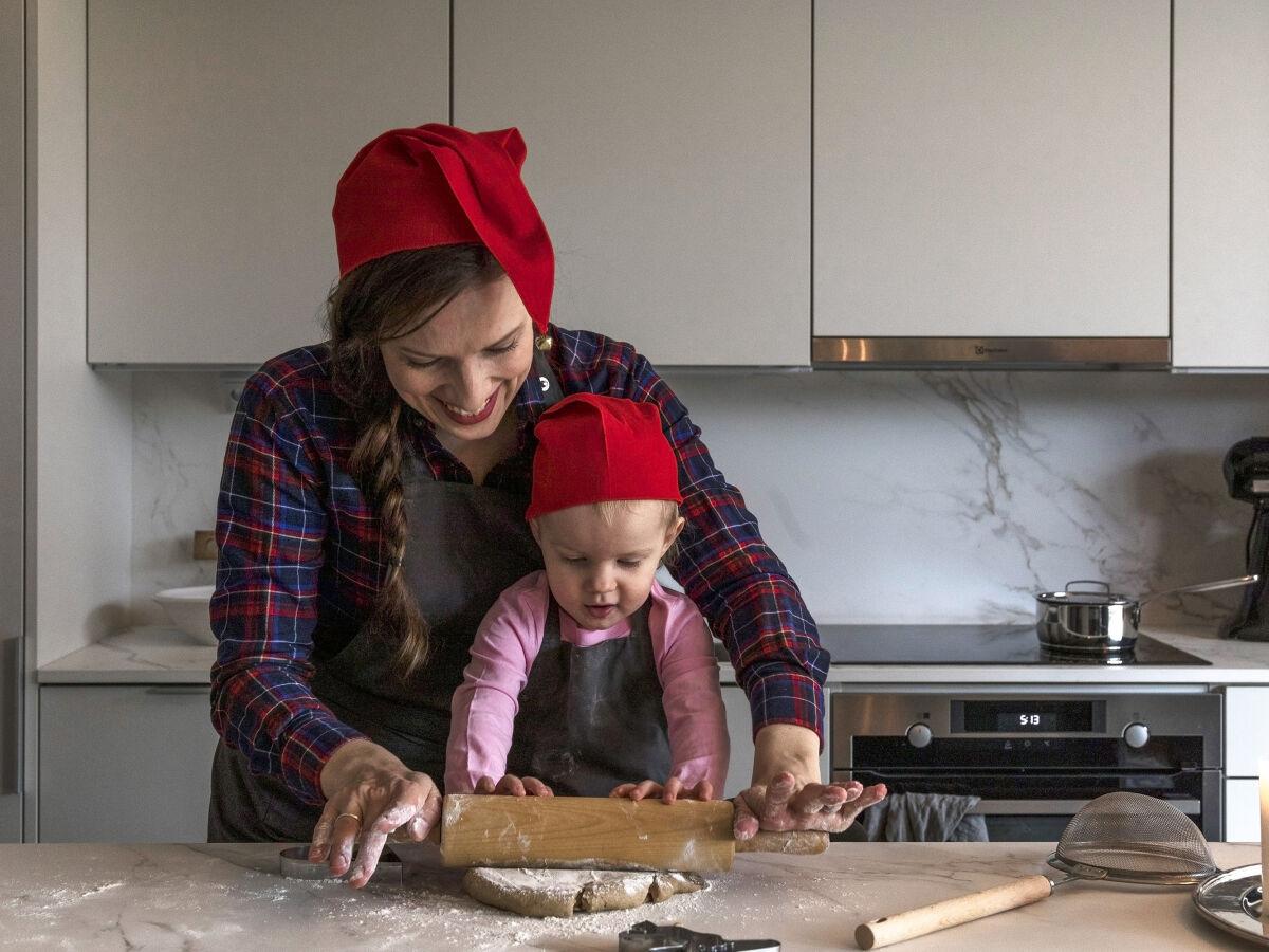 Kontio Living -keittiö ja pipareiden leivontaa.