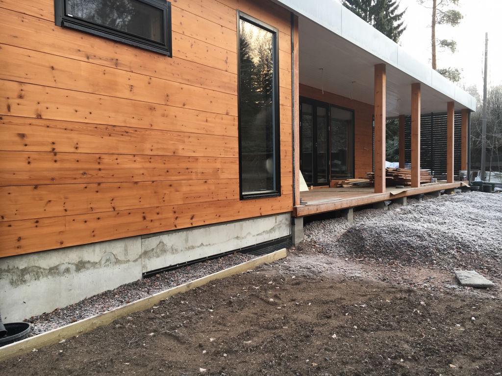 Talon ruskea-harmaa värimaailma tulee jatkumaan myös sisustuksessa.