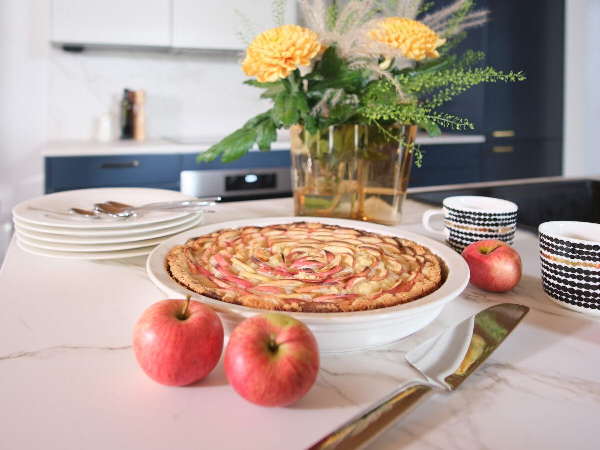 Mehevä omenapiirakka syksyn kahvipöytään