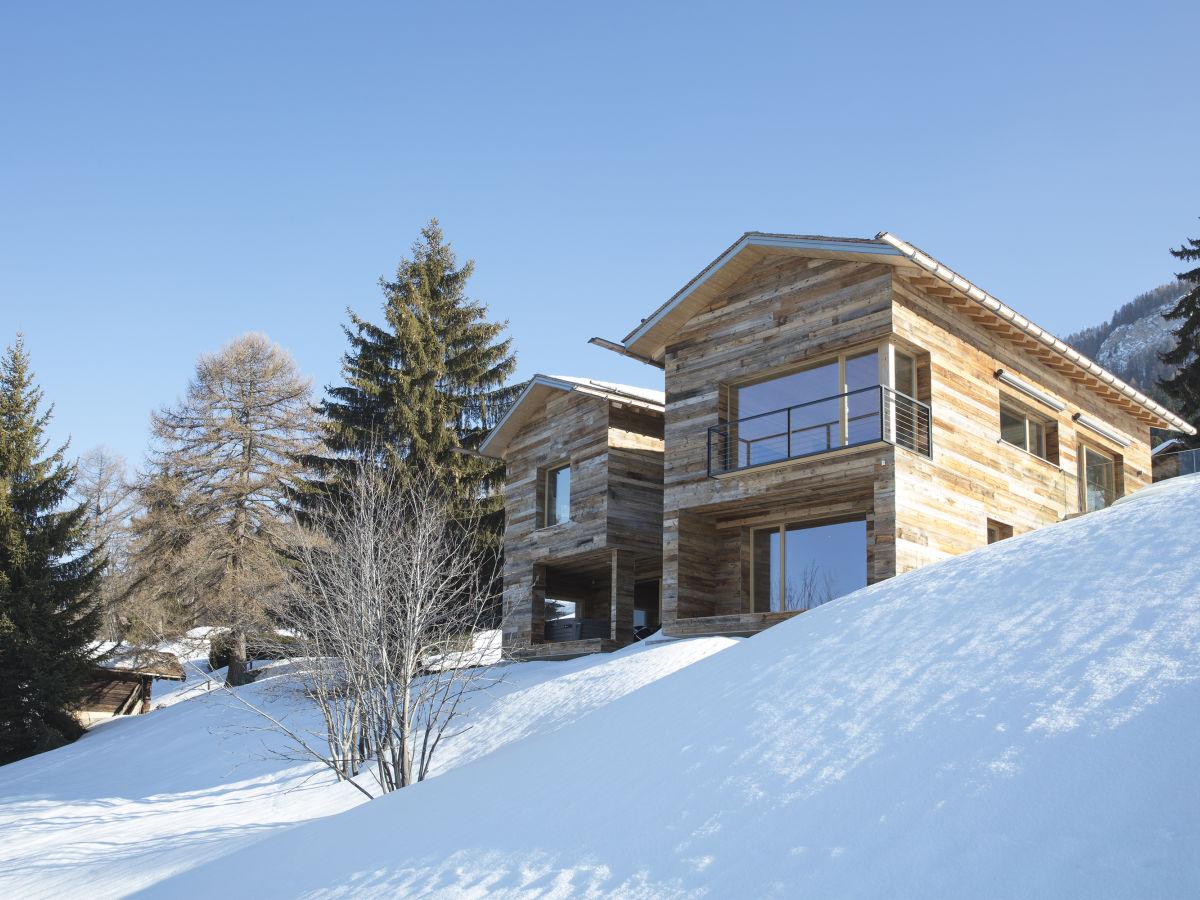 Kontion kaikkien aikojen ensimmäinen SmartLog -talo Sveitsissä