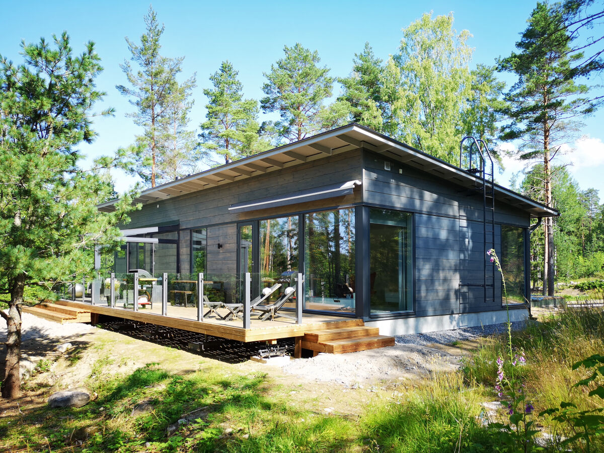 Kontio Glass House 126 talo